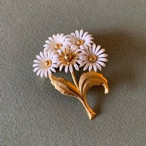 Bunch of Daisies Brooch Pin